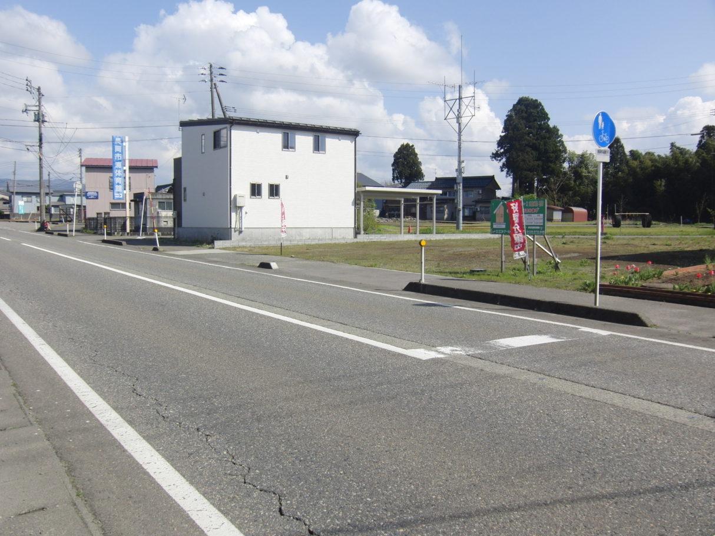 北側前面道路1   令和2年4月撮影