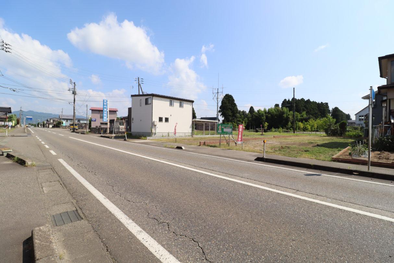 北側前面道路1 令和2年8月撮影