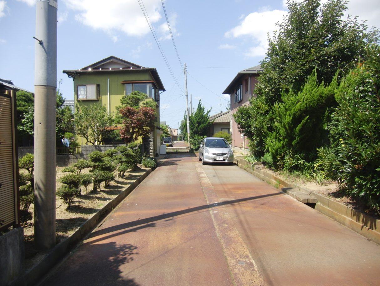 2019年7月撮影   前面道路(北側)