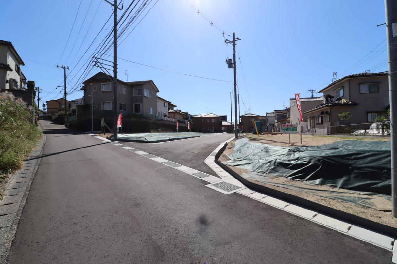 前面道路 北西から R2年10月撮影