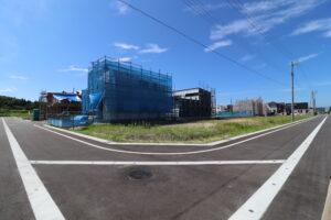 建築中(令和3年7月 南東側より分譲地撮影)