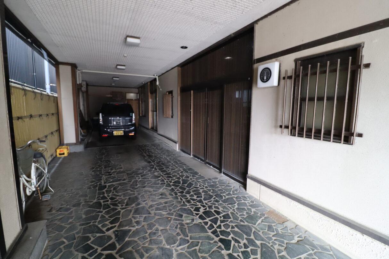 屋内駐車場(縦列3台可能)