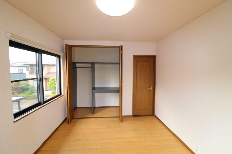 2階洋室(ウォークインクローゼット収納)