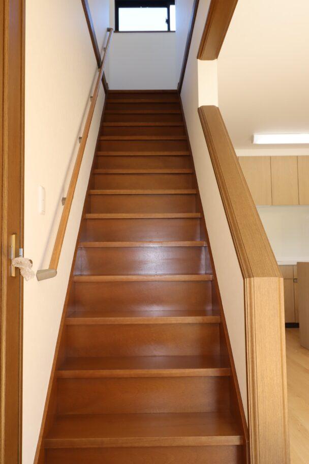 リビング階段(手すり付き)