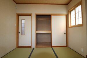 和室(押し入れ状況)