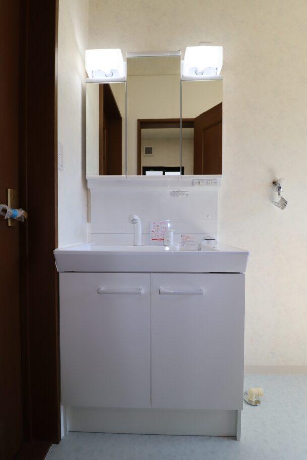 洗面台(三面鏡、シャワーノズル付き)新品